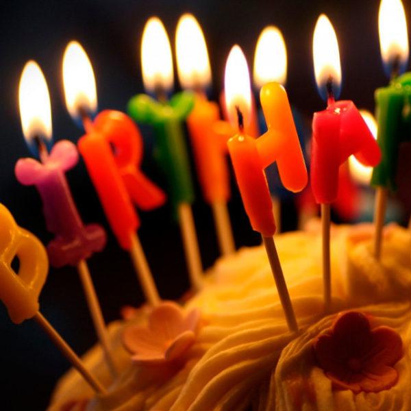"""Свечи для торта """"С днем рождения"""""""