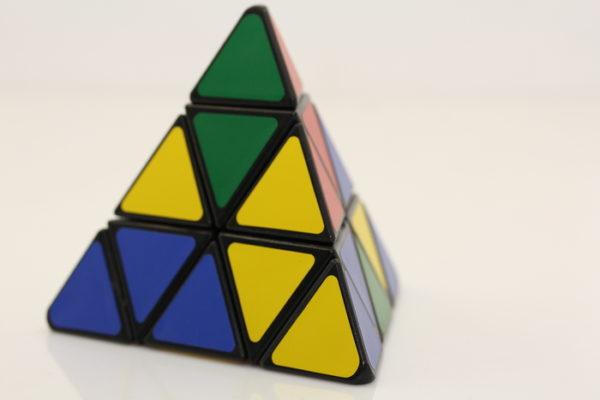 Головоломка треугольник рубика