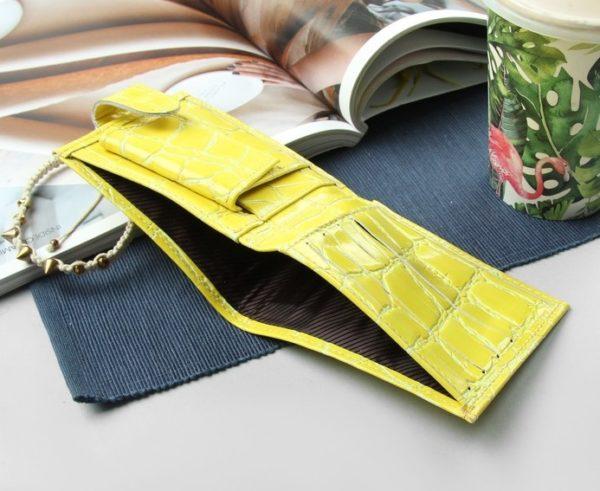 Женский кошелек желтого цвета