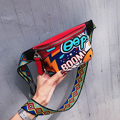 Яркая сумочка на пояс